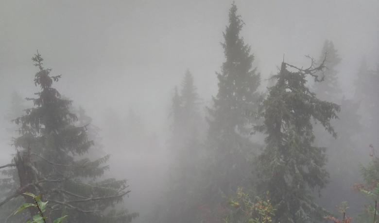 Felhőben a Polyána-csúcs és a Bystré vízesés11